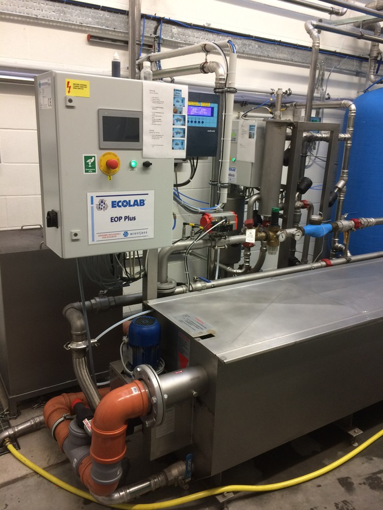 Wientjens Eop Energy Optimizer Plus with Breaktank- for laundry waste water management. manage quality of waste process water and recover energy from waste water before discharge. Industrial laundry. Commercial laundries. Wientjens, Milsbeek, the Netherlands. Partner of Ecolab