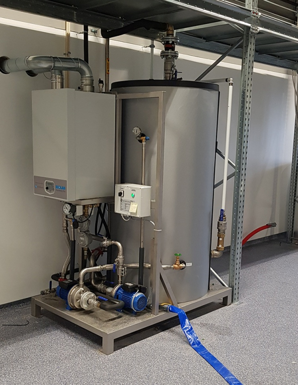 The gas-fired Wientjens AquaHeater Plus Smart efficiently heats process water for textile and commercial laundries. Integrated hot water buffer gives laundries flexibility during demand peaks. Easy connection to washer extractors. Made by Wientjens, Milsbeek, the Netherlands. Partner of Ecolab.